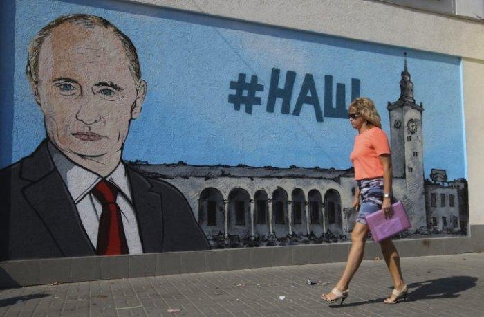 Russian-officials-visit-crimea-1