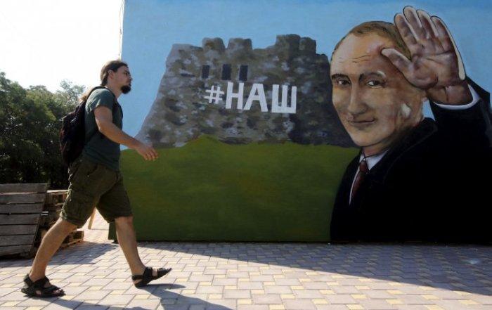 Russian-officials-visit-crimea-7