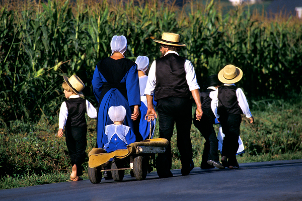amish-family-walking.jpg