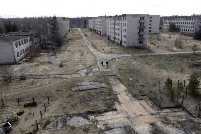 skrunda-1-was-built-in-1963-and-for-decades-was-a-fully-functional-settlement-now-it-is-a-100-acre-ghost-city-with-over-70-empty-buildings-surrounded-by-dense-forest